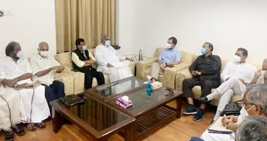 rahul-made-strategy-to-house-government-on-pegasus-discussed-with-opposition-leaders-prshnt