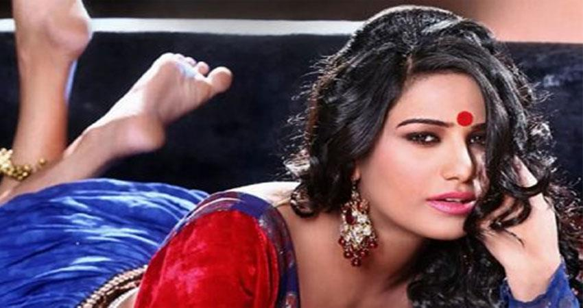 -metoo-poonam-pandey-charged-with-sedition-on-this-senior-actor