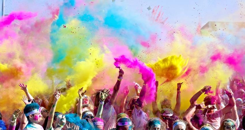 select-holi-color-according-to-your-horoscope-lot-of-benefits-will-come
