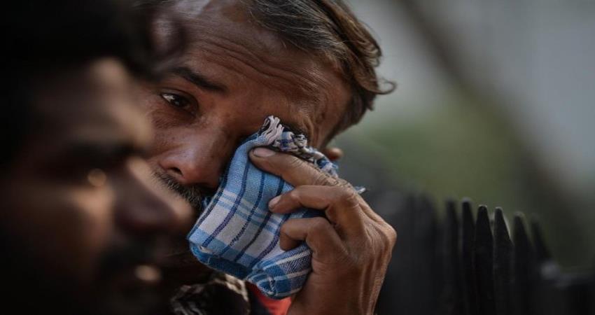 delhi anaj mandi fire victim dead body police refusal to give autopsy without aadhaar