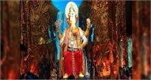 #GaneshChaturthi: लालबाग के राजा ने दिया भक्तों को पहला दर्शन, सोने के मुकुट में दिखे बप्पा