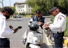 सख्ती के बावजूद होली पर दिल्ली में निकले हुड़दंगी, पुलिस ने किए 3 हजार से ज्यादा चालान
