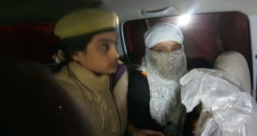 girl victim of chinmayananda episode released from jail