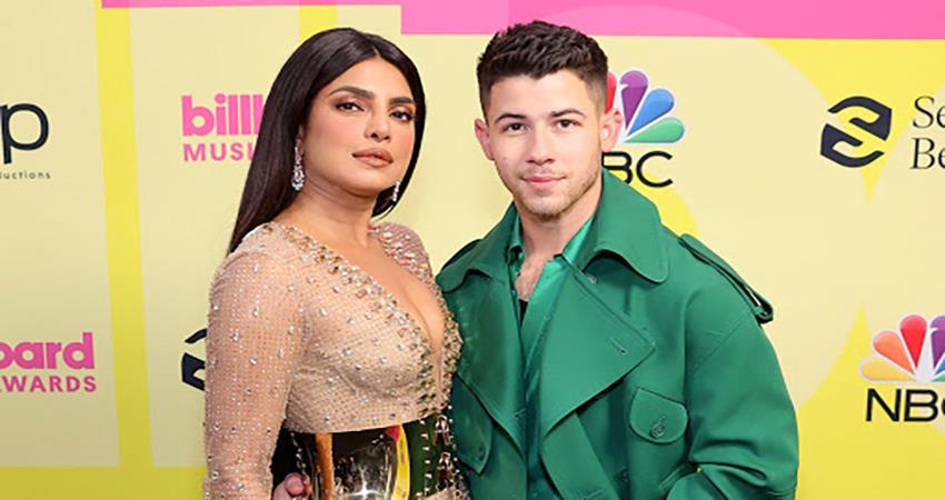 priyanka chopra nick jonas at billboard music awards pics viral sosnnt