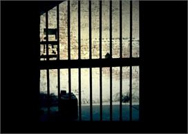 पुलिस पर लगे गैंगरेप के आरोप, गिरफ्तार की गई युवतियों की मां ने कोर्ट से लगाई गुहार