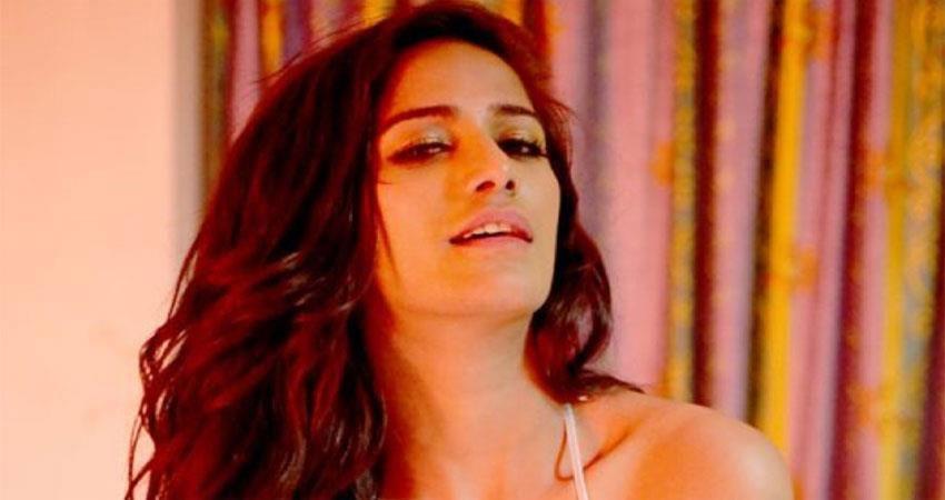poonam-pandey-hot-video-viral-on-social-media