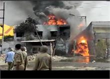 Ghaziabad: केमिकल फैक्टरी में भीषण आग, दमकल की 10 गाड़ियां और NDRF की टीम मौके पर