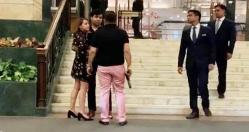 Image result for दिल्ली: पांच सितारा होटल के बाहर एक व्यक्ति द्वारा हाथ में पिस्तौल लेकर दी धमकी