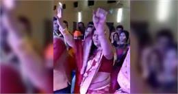 'मुझको राणा जी माफ करना' गाने पर MP की मंत्री ने किया डांस,Video हुआ वायरल