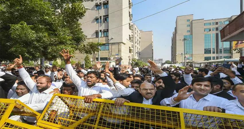 3 lakhs cases pending due to lawyers strike in delhi