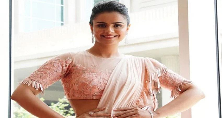 diya aur baati hum actress caused some people  misbehave four people were arrested anjsnt