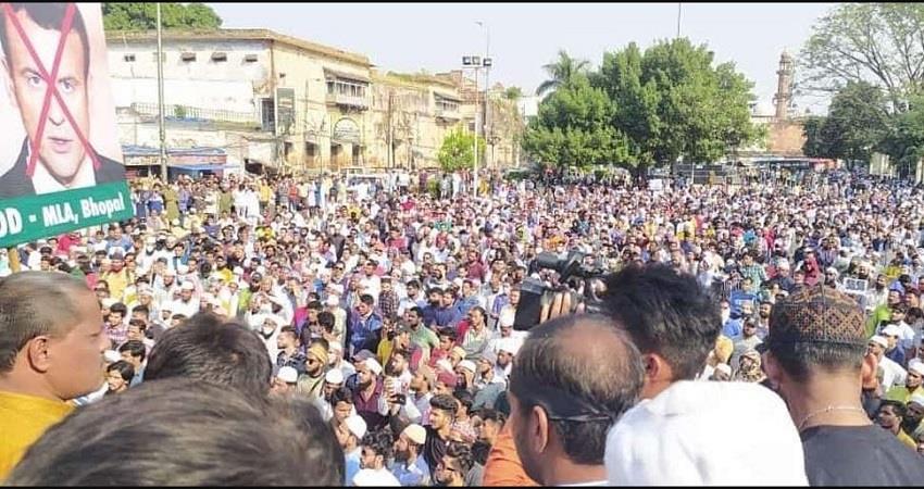 muslim-group-protests-against-france-president-emmanuel-macron-in-bhopal-prsgnt