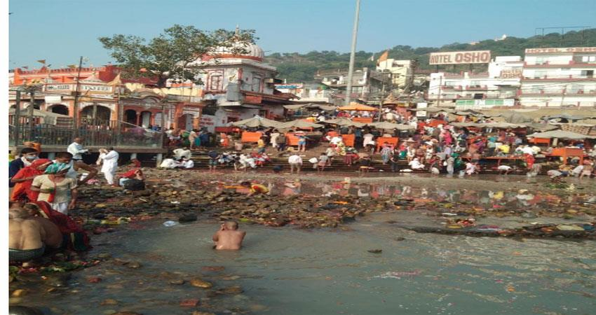 only the perishable water in the ganges at his feet musrnt
