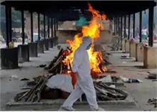 एक साथ जलाए गए 50 कोरोना संक्रमितों के शव, सरकार पर आंकड़े छुपाने का आरोप- देखें Video