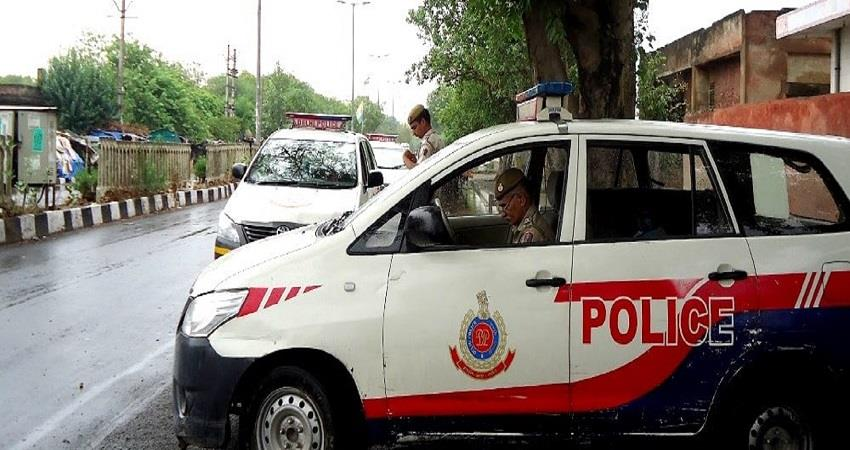 delhi mahendra park police station extortion in rape case corrupt female si kmbsnt
