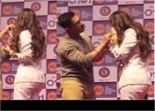 मास्क लगाकर कुछ ऐसे फंसी कियारा आडवाणी, Video में देखें आमिर ने कैसे की मदद