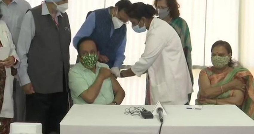 taking the second dose of corona vaccine union health minister harsh vardhan anjnst