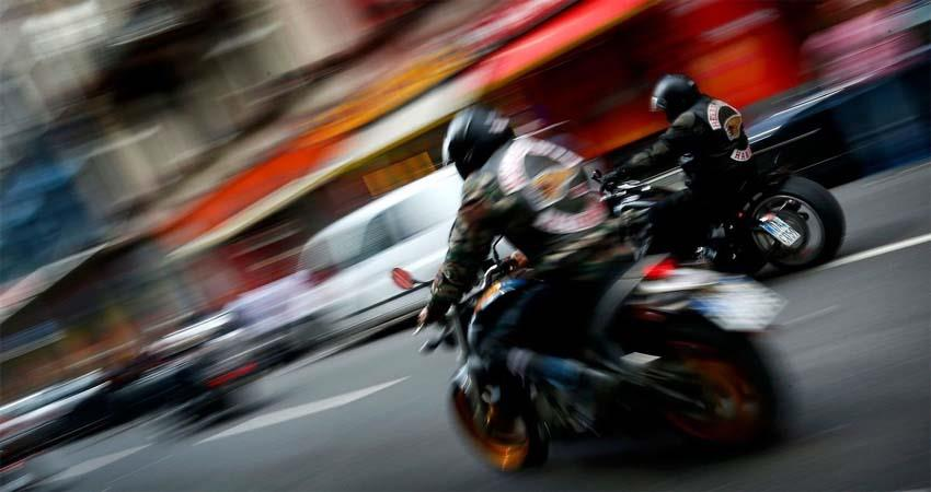 east-delhi-bikers-gang-leaves-five-lakhs-from-businessman