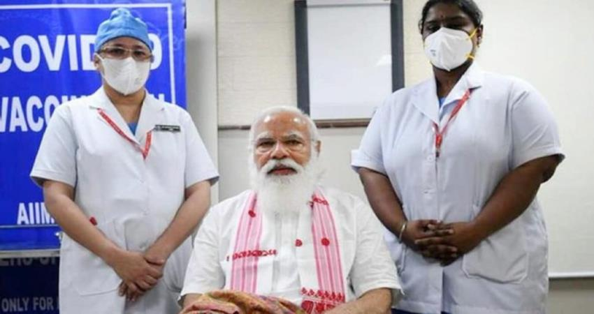 know who is the nurse who gave the first dose of vaccine to pm narendra modi pragnt