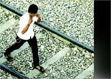 ईयरफोन लगाकर रेलवे ट्रैक पर गए दो लड़के! ट्रेन से 60 से ज्यादा टुकड़ों में बंटे शरीर