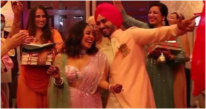 neha-kakkar-shared-her-roka-ceremony-video-jsrwnt