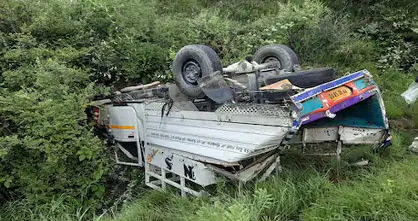 Fierce road accident in Shimla 2 youths killed one injured prshnt