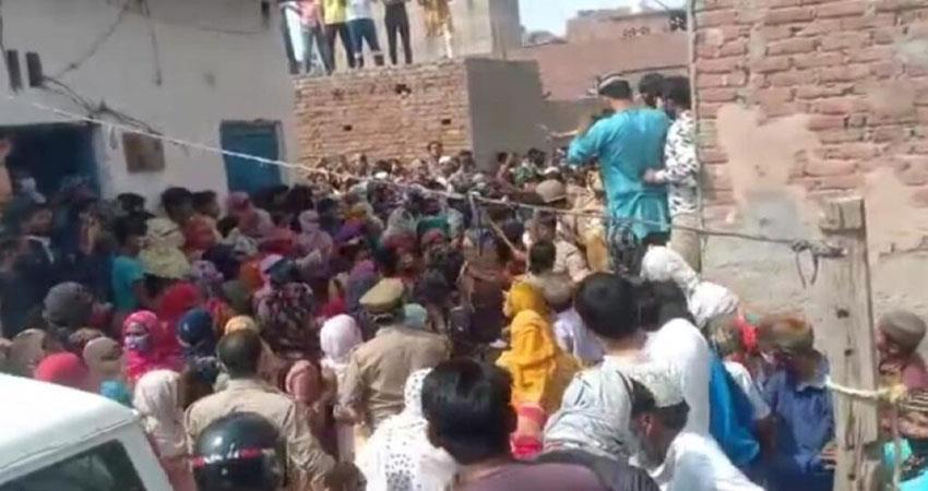 3-women-taken-hostage-and-beaten-on-suspicion-of-stealing-children-musrnt