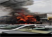 दिल्ली: लाजपतनगर मार्केट में लगी आग, 16 फायर टेंडर मौके पर