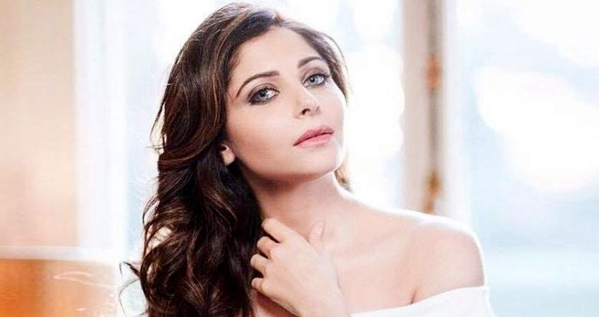 fir against kanika kapoor escaped from airport after knowing she is coronavirus positive