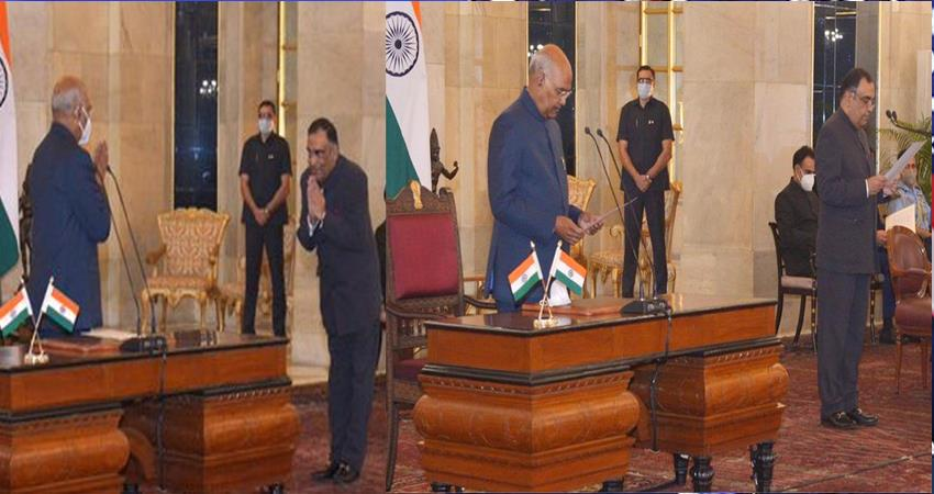 yashvardhan-kumar-sinha-sworn-in-as-the-new-cic-of-the-country-prshnt