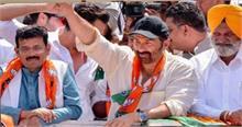 पंजाब: गुरदासपुर में चुनाव प्रचार के दौरान सनी देओल की गाड़ी हादसे का शिकार