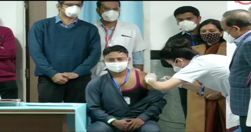 manish kumar becomes the first person to receive covid-19 vaccine at aiims pragnt