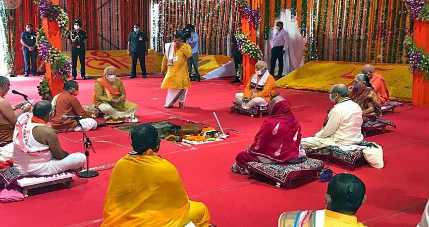 up-the-year-2020-witnessed-the-bhumi-pujan-of-the-historic-ram-temple-disaster-hathras-prsgnt