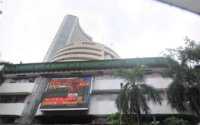 sensex gained over 300 points in early trade, nifty crosses 9,900 musrnt