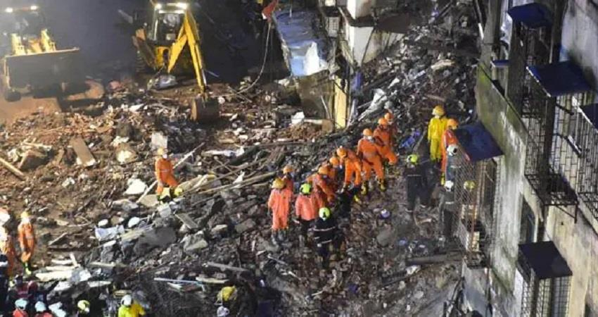 maharashtra seven people died after one part of the building collapsed prshnt