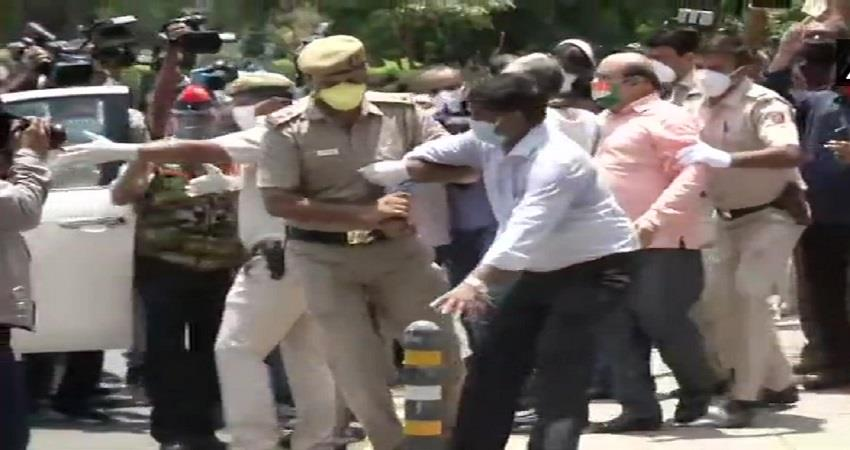 delhi police detain protestors protesting outside china embassy kmbsnt