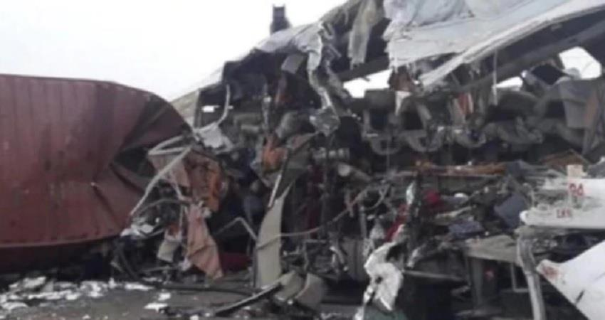 bus and truck collision in nepal migrant workers india corona lockdown pragnt
