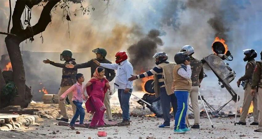 east-delhi-riots-why-is-delhi-police-standing-in-the-dock-musrnt