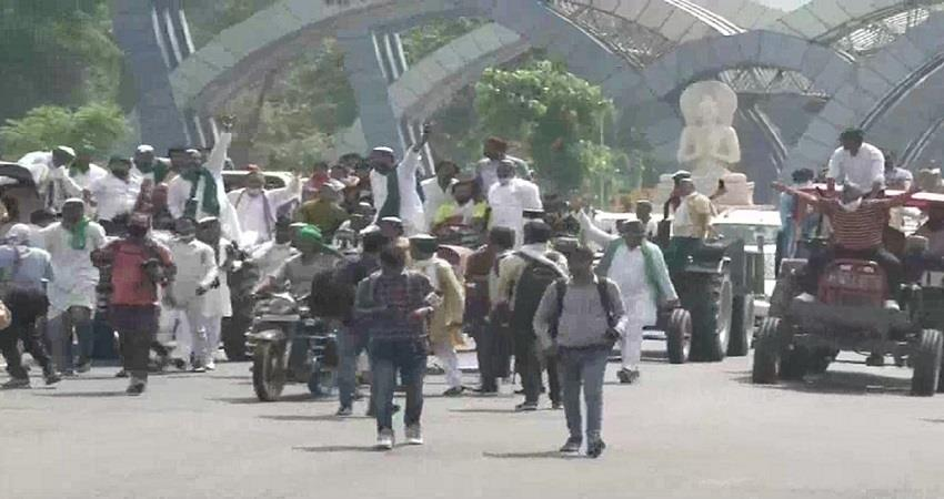 police force deployed in delhi up border chilla area farmers portest kmbsnt