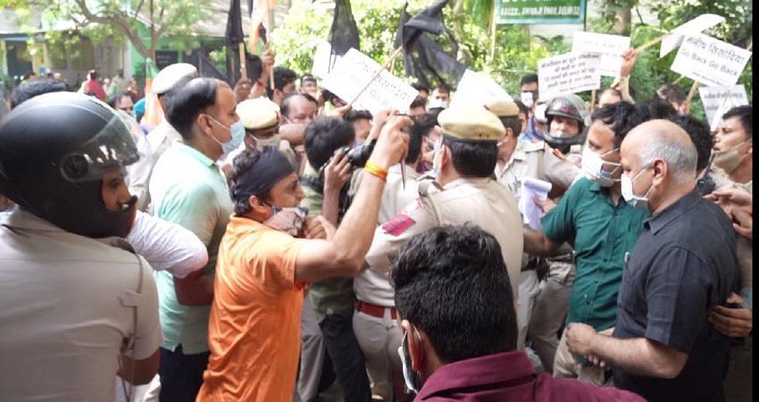 sisodia accuses bjp workers vandalizing the school kmbsnt