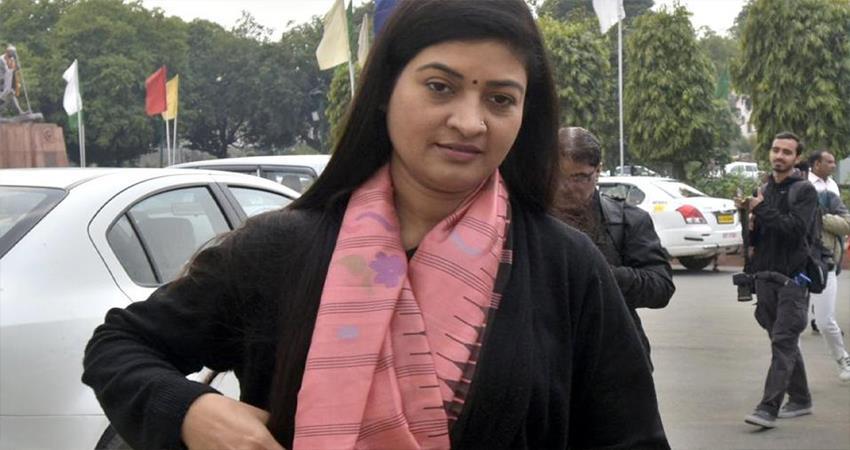 Congress Leader Alka lamba reaction on Sabarimala Temple Case Supreme Court