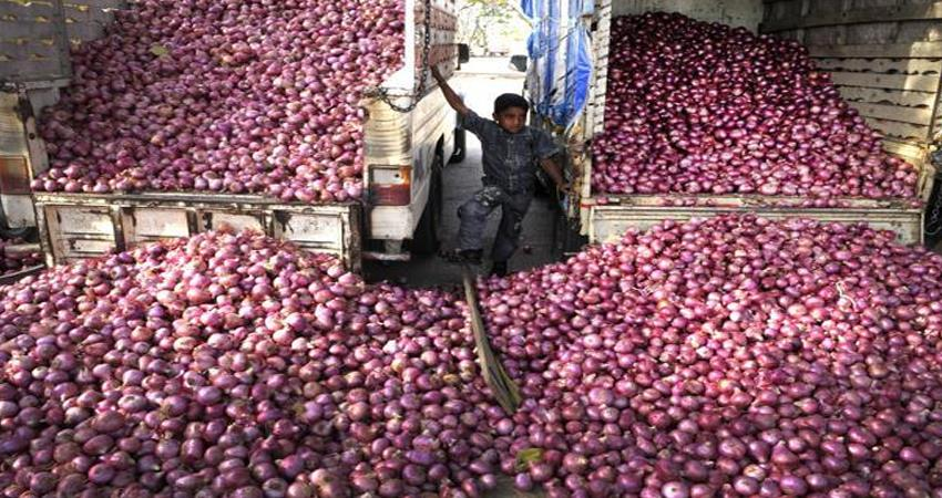 onion is not able to reach the market due to flood, prices suddenly increased
