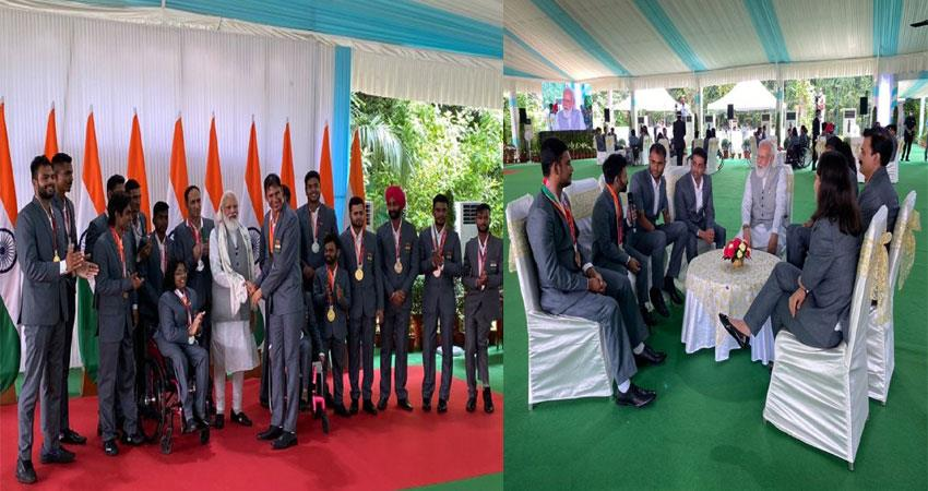 pm modi honored the indian paralympic contingent at his residence musrnt