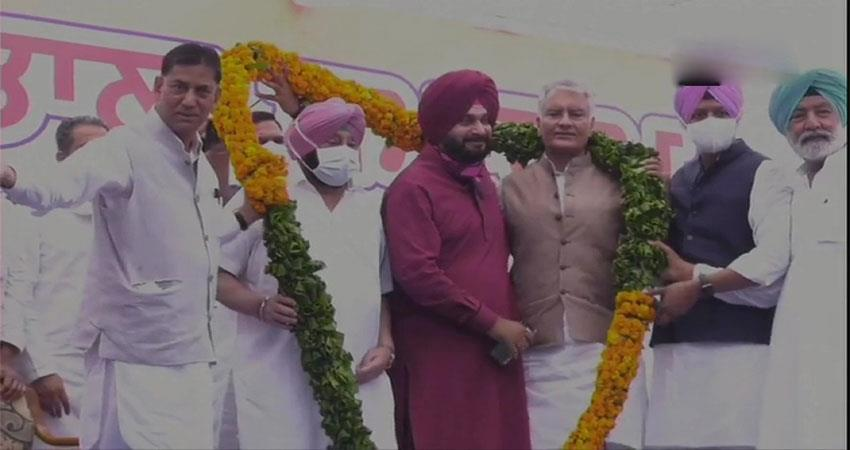 sidhu became the president of punjab congress musrnt