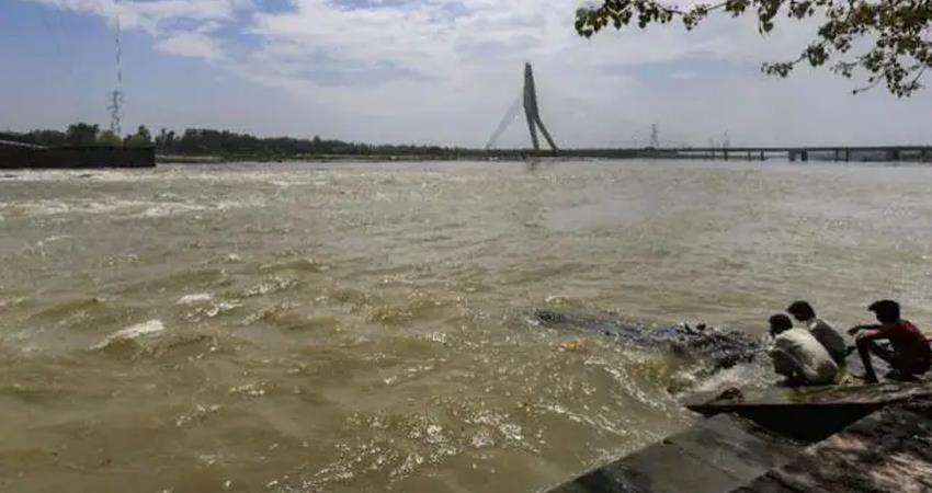 water level in yamuna cross danger mark, alert issued prshnt