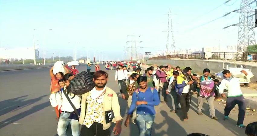 large number of migrants in Delhi roads Coronavirus Lockdown kmbsnt