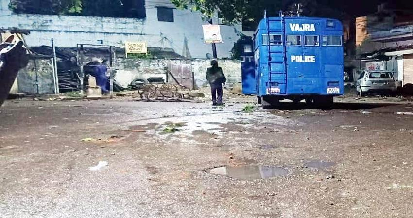communal riots erupt in jaipur 24 policemen including 9 policemen section 144 impose