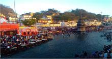 धर्म नगरी में अक्षय तृतीया पर श्रद्धालुओं ने लगाई गंगा में डुबकी, किए दान-पुण्य