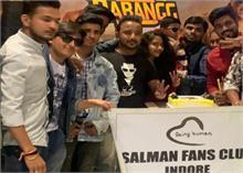 सलमान खान के जन्मदिन के अवसर पर प्रशंसकों ने देशभर में मनाया जश्न