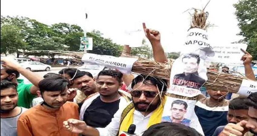 patna-fans-of-sushan-singh-rajput-did-protest-against-salman-khan-and-karan-jouhar-prsgnt